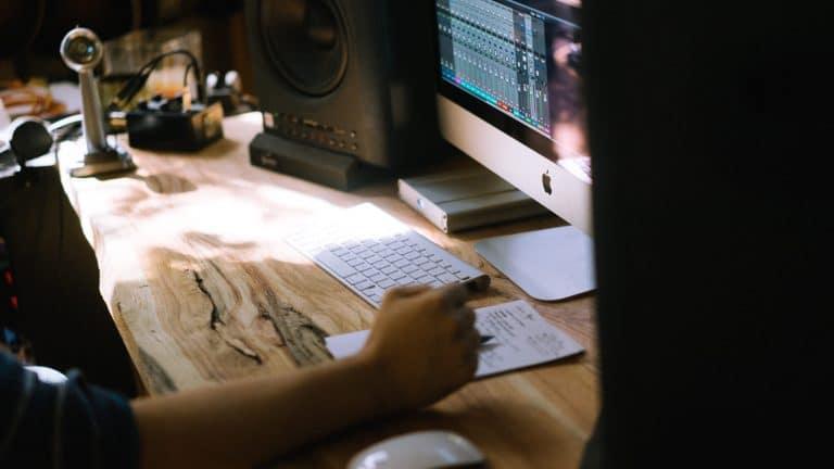 wooden desk, Mac